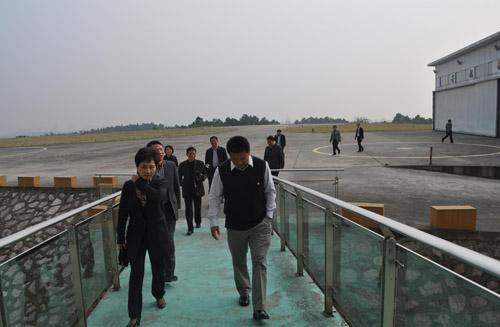 市政府代表团考察若航南京老山直升机场[2014-11-11]